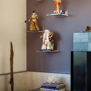 Cette image montre un salon asiatique de taille moyenne et ouvert avec un mur violet, une cheminée standard, un manteau de cheminée en pierre, une salle de réception, un sol en bois foncé et aucun téléviseur.