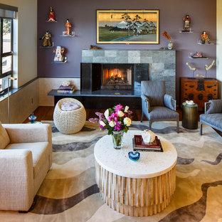 Exemple d'un salon asiatique de taille moyenne et ouvert avec un mur violet, une cheminée standard, un manteau de cheminée en pierre, une salle de réception, un sol en bois foncé et aucun téléviseur.