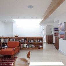 Modern Living Room by yamamar design