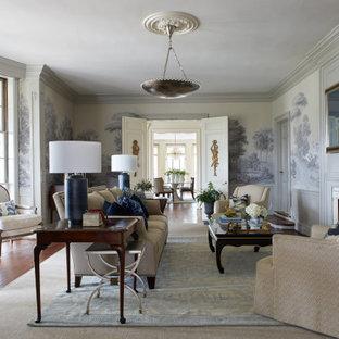 ナッシュビルのトラディショナルスタイルのおしゃれな独立型リビング (フォーマル、マルチカラーの壁、無垢フローリング、標準型暖炉、石材の暖炉まわり、茶色い床、羽目板の壁、壁紙) の写真