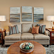 Traditional Living Room by Che Bella Interiors
