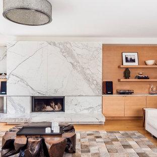 トロントの中サイズの北欧スタイルのおしゃれなLDK (フォーマル、白い壁、淡色無垢フローリング、横長型暖炉、石材の暖炉まわり、テレビなし) の写真