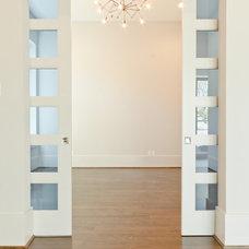 Modern Living Room by Mirador Builders