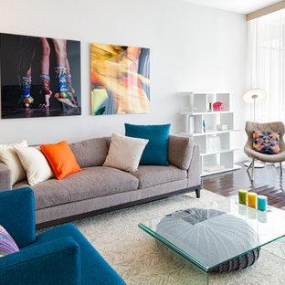 Esempio di un soggiorno moderno di medie dimensioni e aperto con pareti bianche, pavimento in linoleum, nessun camino, nessuna TV e pavimento marrone