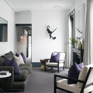 Ejemplo de salón para visitas clásico renovado con paredes blancas, moqueta y chimenea tradicional
