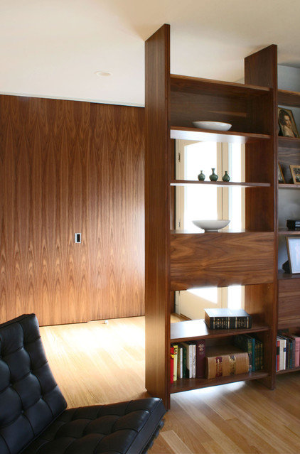 Transitional Living Room by Schwartz and Architecture
