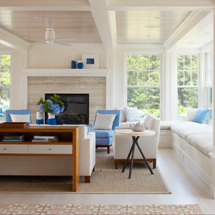 ボストンの大きいビーチスタイルのおしゃれなLDK (白い壁、淡色無垢フローリング、標準型暖炉、石材の暖炉まわり、フォーマル、ベージュの床) の写真