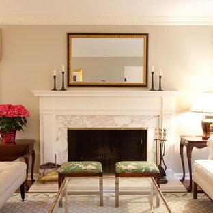 Свежая идея для дизайна: парадная гостиная комната в классическом стиле с бежевыми стенами и стандартным камином - отличное фото интерьера