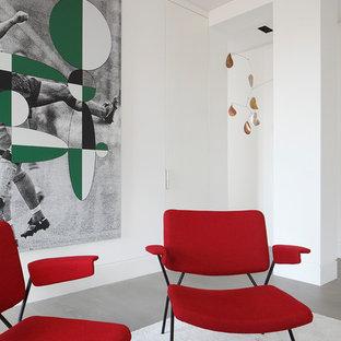 Foto di un soggiorno design di medie dimensioni e chiuso con sala formale, pareti bianche, pavimento in legno verniciato, nessun camino e pavimento bianco