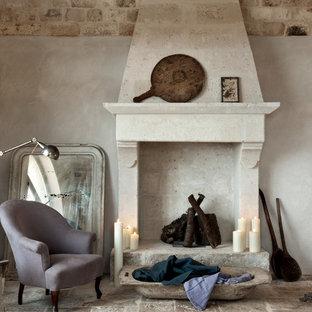 ロンドンの地中海スタイルのおしゃれなリビング (フォーマル、ベージュの壁、標準型暖炉、石材の暖炉まわり、テレビなし) の写真