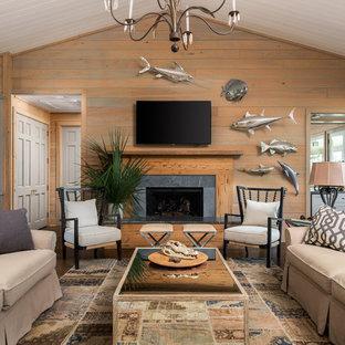 Foto de salón campestre con paredes marrones, suelo de madera oscura, chimenea tradicional y suelo marrón