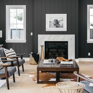 Bild på ett stort vintage allrum med öppen planlösning, med ett finrum, vita väggar, en standard öppen spis, en spiselkrans i trä och beiget golv