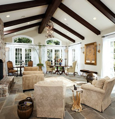 traditional living room by Lori Shaffer