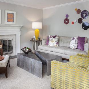 ワシントンD.C.の中サイズのミッドセンチュリースタイルのおしゃれなLDK (フォーマル、ベージュの壁、無垢フローリング、両方向型暖炉、レンガの暖炉まわり、壁掛け型テレビ、オレンジの床) の写真