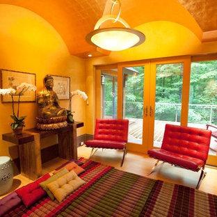 ボストンの中くらいのアジアンスタイルのおしゃれな独立型リビング (フォーマル、ベージュの壁、淡色無垢フローリング、暖炉なし、テレビなし、ベージュの床) の写真