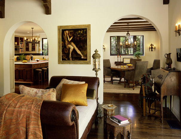 Rustic Living Room by Tommy Chambers Interiors, Inc.