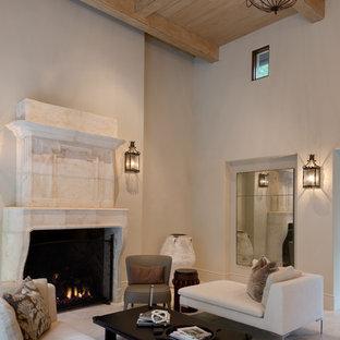 ヒューストンの大きい地中海スタイルのおしゃれなリビング (フォーマル、ベージュの壁、標準型暖炉、テレビなし、トラバーチンの床、石材の暖炉まわり) の写真