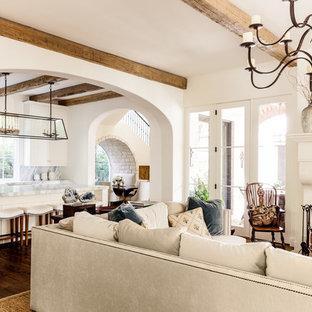 Modelo de salón abierto, mediterráneo, con paredes blancas