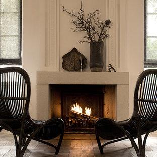 Idée de décoration pour un salon méditerranéen de taille moyenne et fermé avec une cheminée standard, un manteau de cheminée en pierre, un mur beige, un sol en carrelage de céramique et aucun téléviseur.