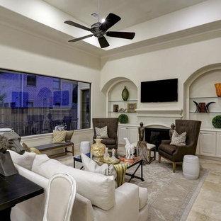 ヒューストンの大きい地中海スタイルのおしゃれなLDK (グレーの壁、トラバーチンの床、標準型暖炉、木材の暖炉まわり、壁掛け型テレビ、ベージュの床、フォーマル) の写真