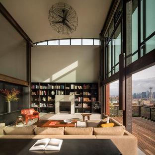 Diseño de salón abierto, industrial, con paredes beige, suelo de cemento, chimenea tradicional y suelo gris