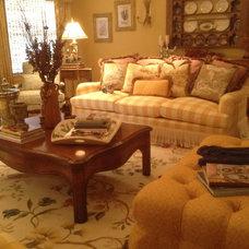 Traditional Living Room by KARLA TRINCANELLO-CID - INTERIOR DECISIONS, INC.