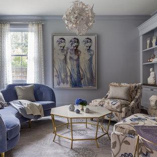 Bild på ett mellanstort vintage separat vardagsrum, med en standard öppen spis och lila väggar