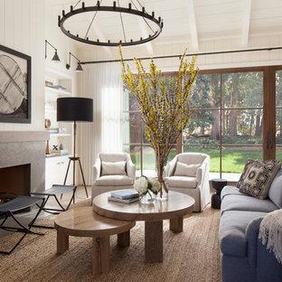 Diseño de salón para visitas cerrado, de estilo de casa de campo, sin televisor, con paredes blancas y chimenea lineal