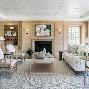 Bild på ett maritimt vardagsrum, med grå väggar, ljust trägolv, en standard öppen spis och beiget golv