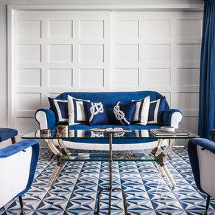 Ispirazione per un soggiorno stile marino chiuso con pareti bianche