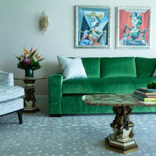 Idee per un grande soggiorno stile marino aperto con pareti beige, pavimento in gres porcellanato, nessun camino e pavimento beige