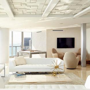 Maritim inredning av ett stort allrum med öppen planlösning, med ett finrum, vita väggar, en väggmonterad TV och marmorgolv