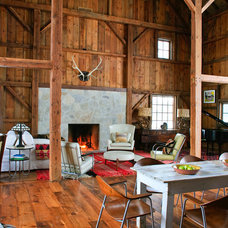Rustic Living Room by Northworks Architects and Planners