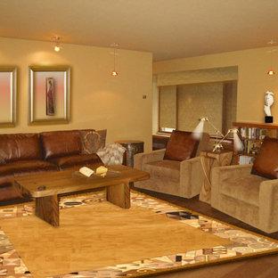 サンルイスオビスポの大きいミッドセンチュリースタイルのおしゃれなLDK (無垢フローリング、標準型暖炉、レンガの暖炉まわり、茶色い床) の写真