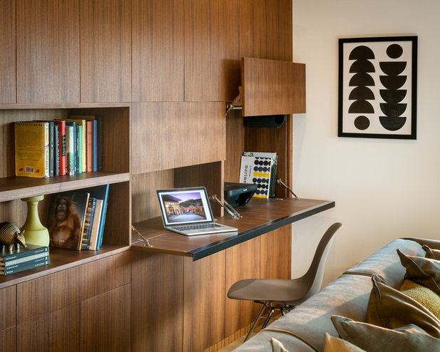 Midcentury Living Room by building Lab, inc.