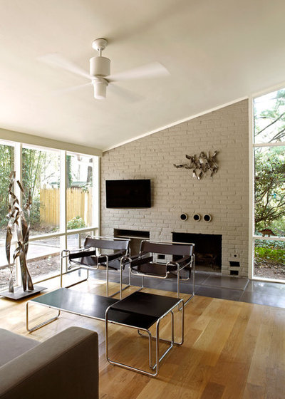 Midcentury Living Room by KUBE architecture