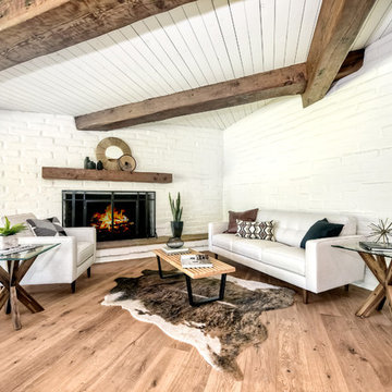 Mid-century modern adobe home staging by Homescapes Home Staging