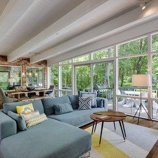 Idee per un soggiorno moderno con pavimento in legno massello medio