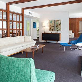 Ispirazione per un soggiorno moderno di medie dimensioni e aperto con sala formale, pareti bianche, moquette, camino classico, cornice del camino in mattoni e nessuna TV