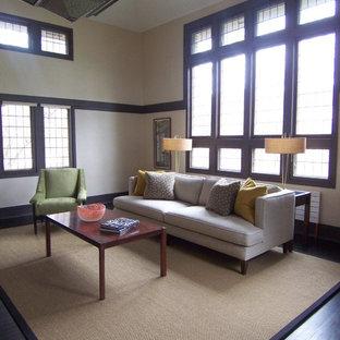 Aménagement d'un salon moderne avec un mur beige.