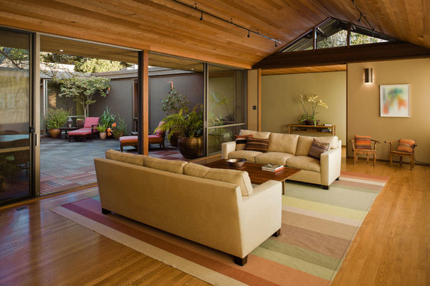 Modern Living Room by Koch Architects, Inc.  Joanne Koch