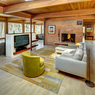 Ejemplo de salón abierto, vintage, con suelo beige