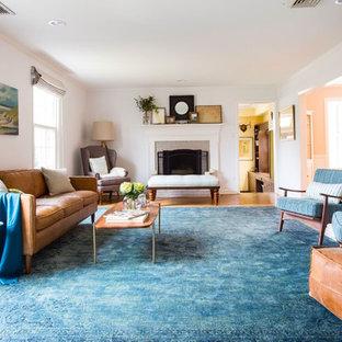 フィラデルフィアの大きいミッドセンチュリースタイルのおしゃれなLDK (白い壁、無垢フローリング、標準型暖炉、レンガの暖炉まわり、テレビなし) の写真
