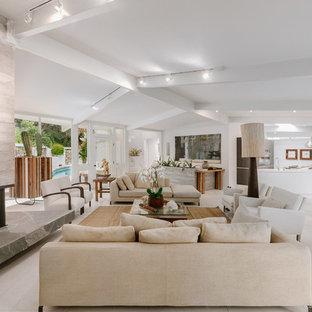 Idées déco pour un très grand salon rétro ouvert avec une salle de réception, un mur blanc, une cheminée double-face, un manteau de cheminée en béton, aucun téléviseur et un sol blanc.