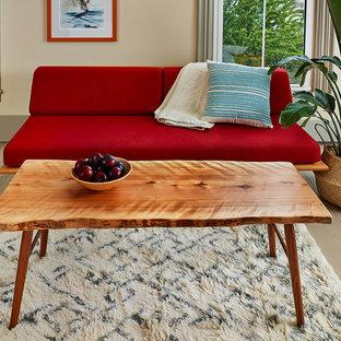 ポートランド(メイン)の中サイズの北欧スタイルのおしゃれなLDK (フォーマル、ベージュの壁、淡色無垢フローリング、暖炉なし、テレビなし、ベージュの床) の写真