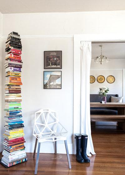 Contemporain Salon by Amy Aswell Interior Design