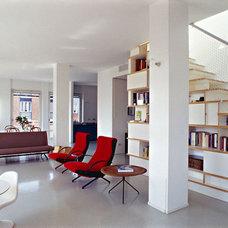 Modern Living Room by EFFEARREDI USA Inc.