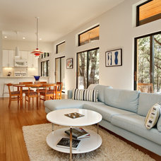 Modern Living Room by Foursquare Builders
