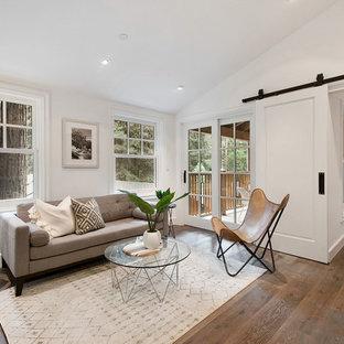 Foto di un piccolo soggiorno chic aperto con parquet scuro, pavimento grigio, angolo bar, pareti bianche, nessun camino e nessuna TV