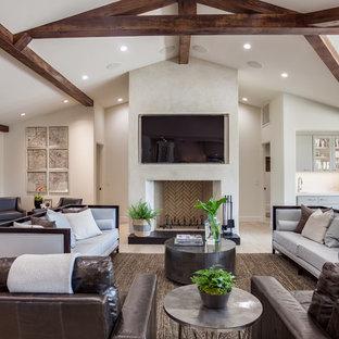 サクラメントの中サイズのトランジショナルスタイルのおしゃれなLDK (フォーマル、白い壁、無垢フローリング、標準型暖炉、コンクリートの暖炉まわり、壁掛け型テレビ、ベージュの床) の写真